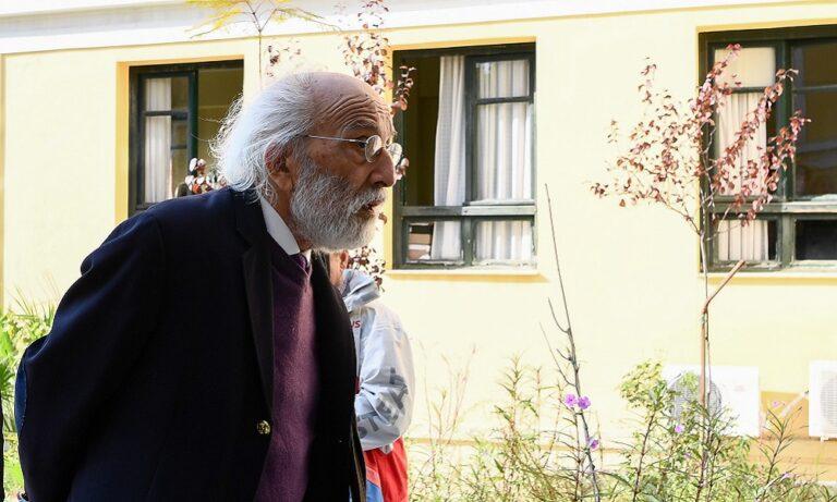 Λυκουρέζος: Ελεύθερος όπως και ο Παναγόπουλος