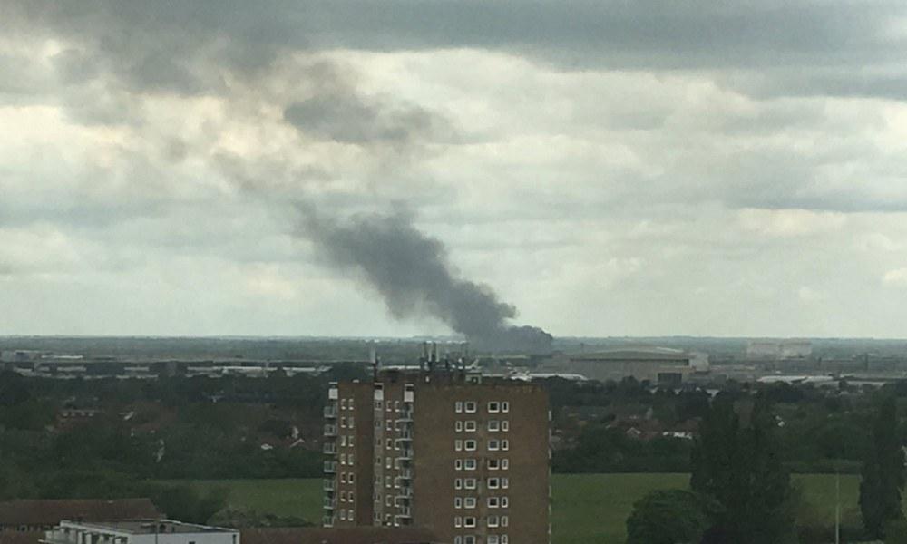 Χίθροου: Μεγάλη φωτιά κοντά στο αεροδρόμιο
