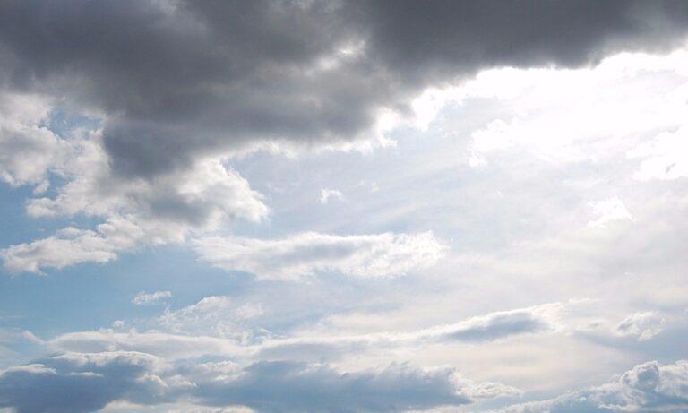 Καιρός: Μικρή πτώση της θερμοκρασίας και βροχές (video)