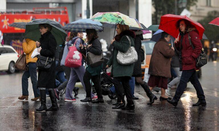 Καιρός: Ακατάπαυστη βροχή και κρύο