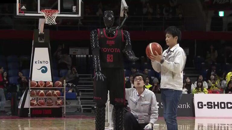 Ιαπωνία: Ρομπότ σκοράρει από το κέντρο (vid)