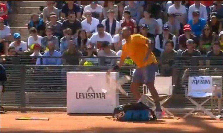 Ο Νικ Κύργιος γίνεται έξαλλος και πετάει καρέκλες! (vids)