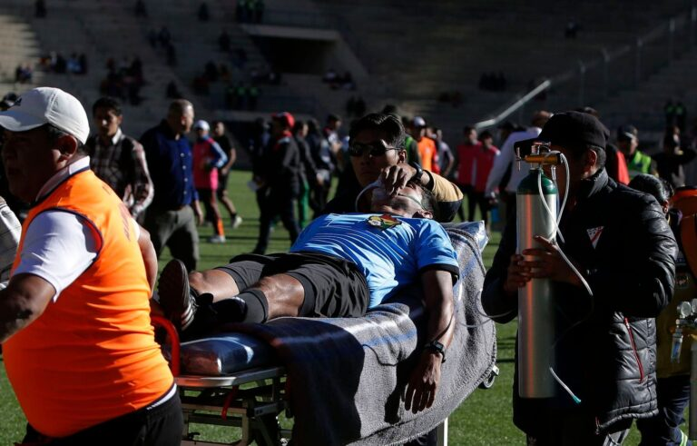 Σοκ στη Βολιβία: Διαιτητής πέθανε την ώρα του αγώνα (vid)