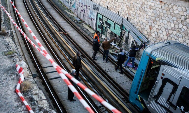 Τραγωδία στο Μοσχάτο: Γυναίκα έπεσε στις γραμμές του ΗΣΑΠ