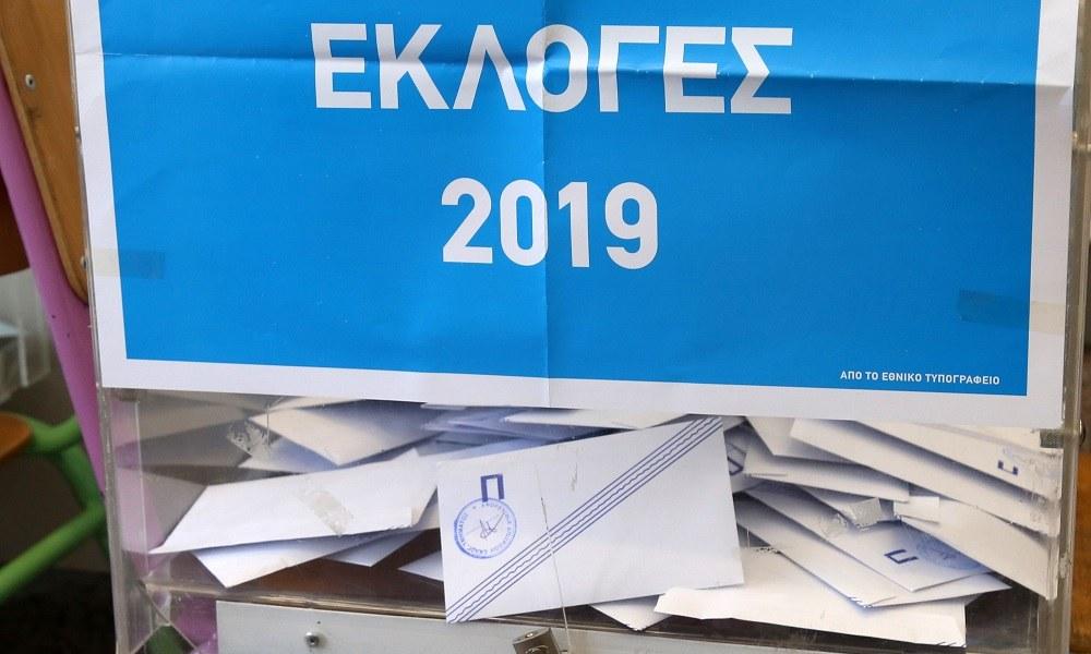 Εκλογές 2019: Ψήφισαν με νυφικό και γαμπριάτικο (pic)!