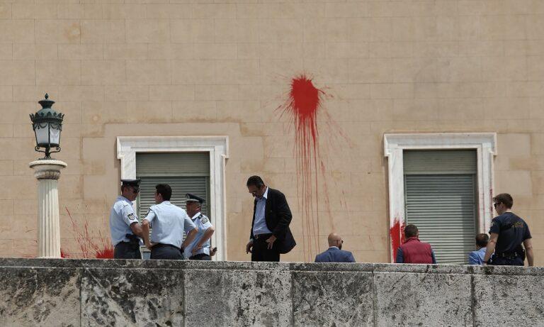 Επίθεση Ρουβίκωνα στη Βουλή