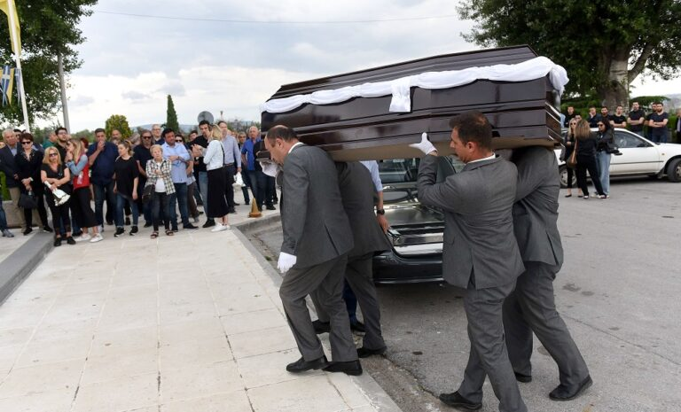 Ξενίδης: «Βουβός» πόνος στην κηδεία του (pics)