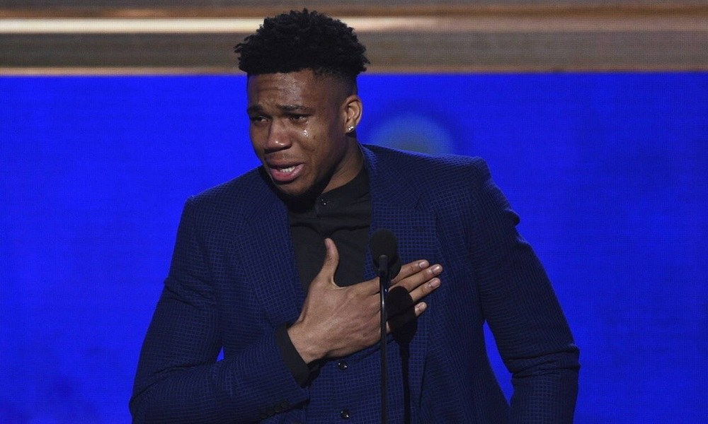NBA Awards 2019: Το κλάμα του Γιάννη για τον πατέρα του (vid)