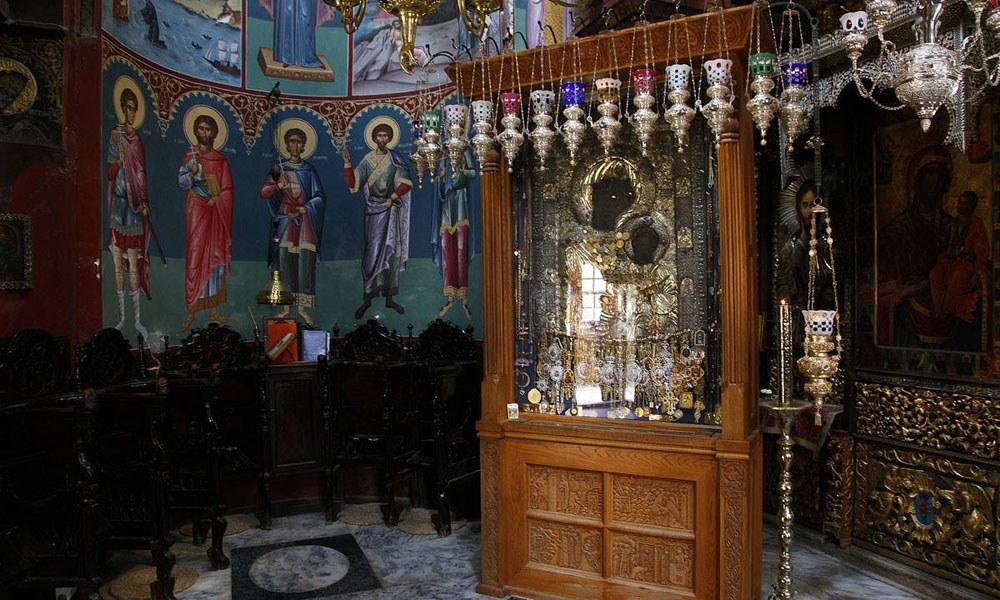 Αφαίρεσαν τα τάματα από την Παναγία την Πορταΐτισσα στο Άγιο Όρος