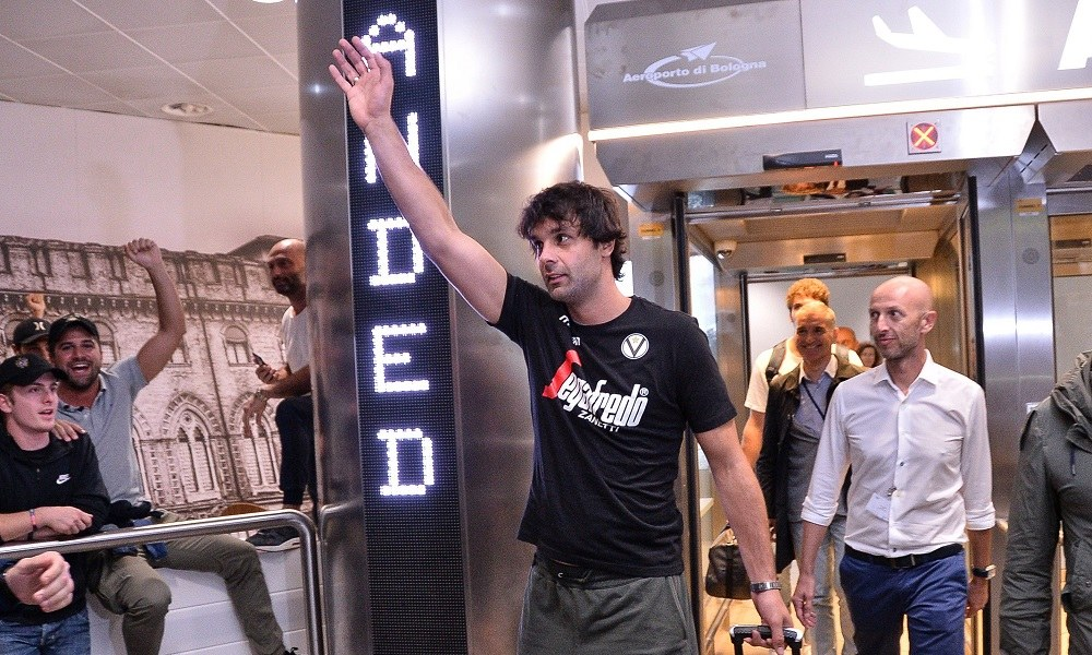 Τεόντοσιτς: Αποθεώθηκε στην άφιξη του στην Μπολόνια