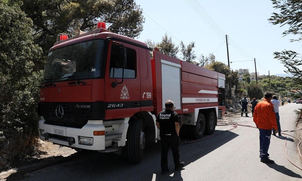 Φωτιά στη Ραφήνα: Συναγερμός στην πυροσβεστική (vid)
