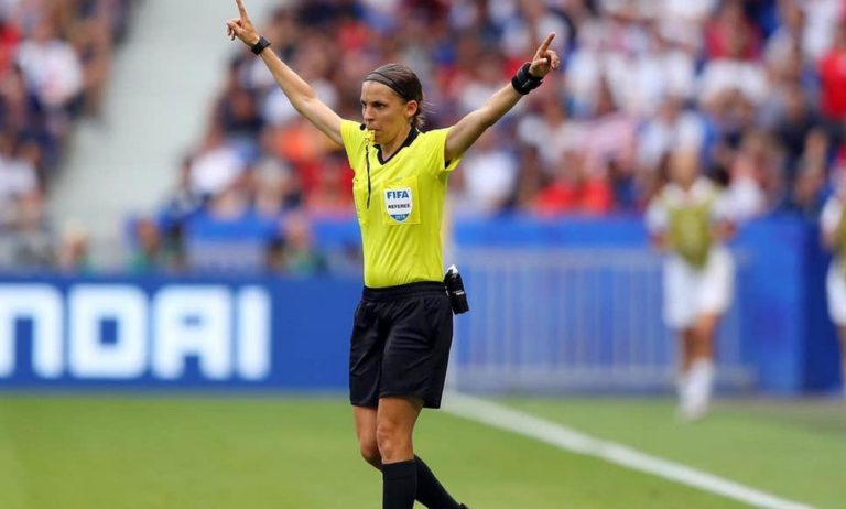 Γυναίκα θα σφυρίξει το Super Cup Ευρώπης Λίβερπουλ – Τσέλσι!