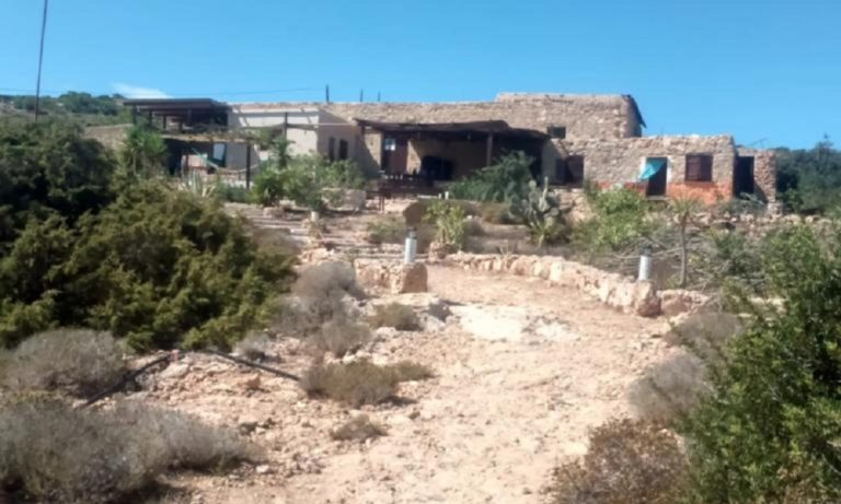 Άρης Βελουχιώτης: Στο Airbnb το σπίτι που έχτισε στη Γαύδο!