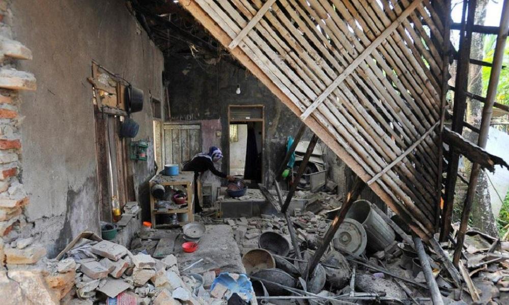 Ινδονησία: Πέντε νεκροί ο απολογισμός του σεισμού