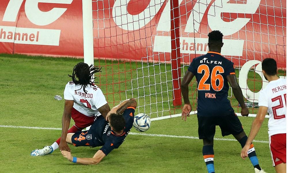 Ολυμπιακός – Μπασακσεχίρ 1-0: Το γκολ του Σεμέδο. O Πορτογάλος έσπρωξε παλικαρίσια την μπάλα στα δίχτυα και άνοιξε το σκορ