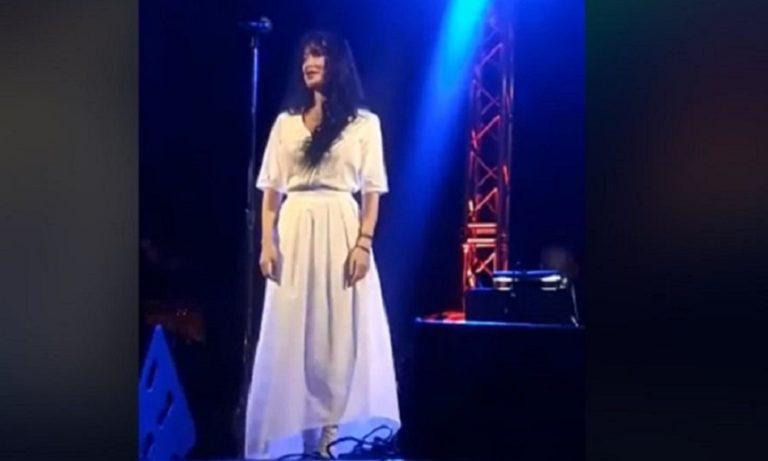 Πάολα: Τραγουδάει Μίκη Θεοδωράκη στα «Πρέσπεια» (vid)