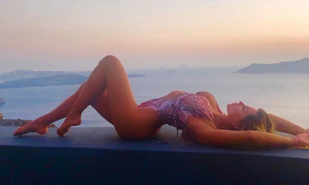 Mykonos Live TV: Η Αναστασία Τερζή «χαζεύει» τη Μύκονο (vid/pics)