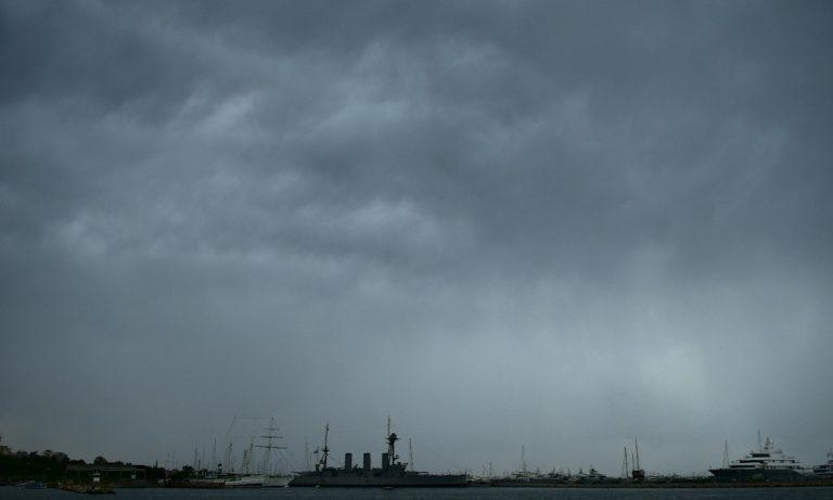 Καιρός: Βροχές και καταιγίδες στα δυτικά και τα βόρεια