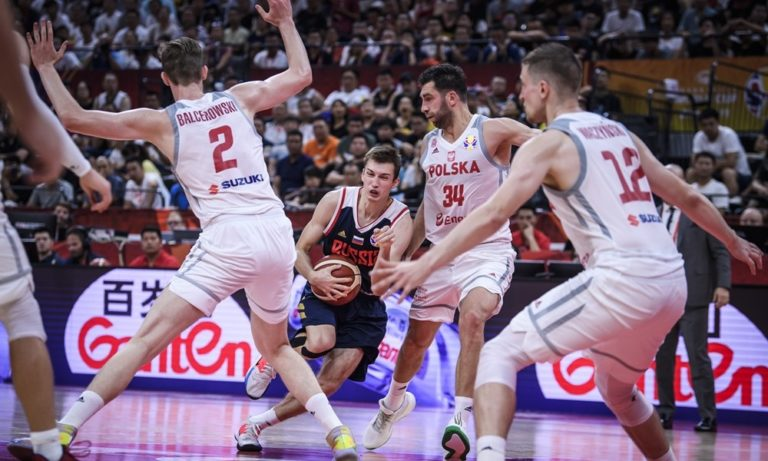 Πολωνία – Ρωσία 79-74: «Έκλεψε» τη νίκη με κορυφαίο Βαζίνσκι