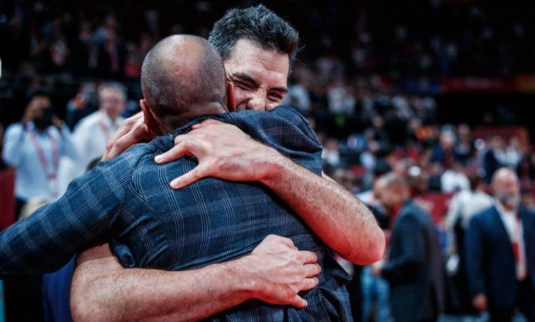 Σκόλα: Η αγκαλιά με τον Τζινόμπιλι και η υπόκλιση του Νοτσιόνι (vids)