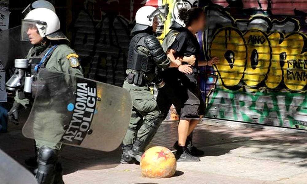 Εξάρχεια: Επεισόδια και προσαγωγές από την αστυνομία