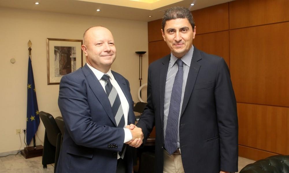 Φούσεκ: «Υποστηρίξτε το VAR, αναβαθμίζει το ποδόσφαιρο»