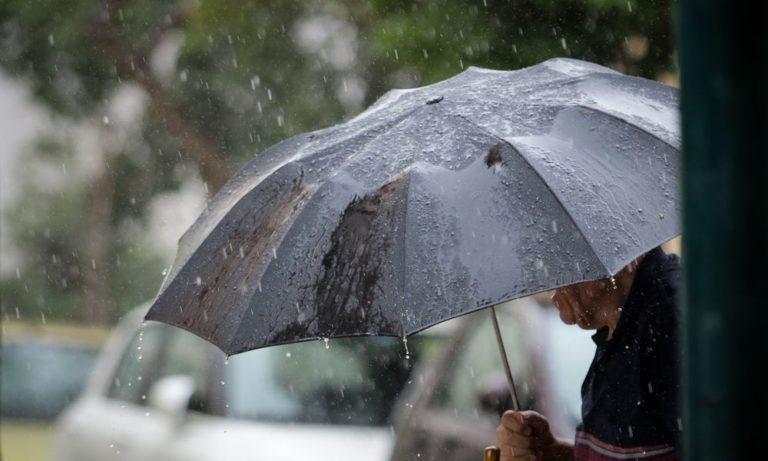 Καιρός: Βροχές και χαλάζει με μικρή πτώση της θερμοκρασίας