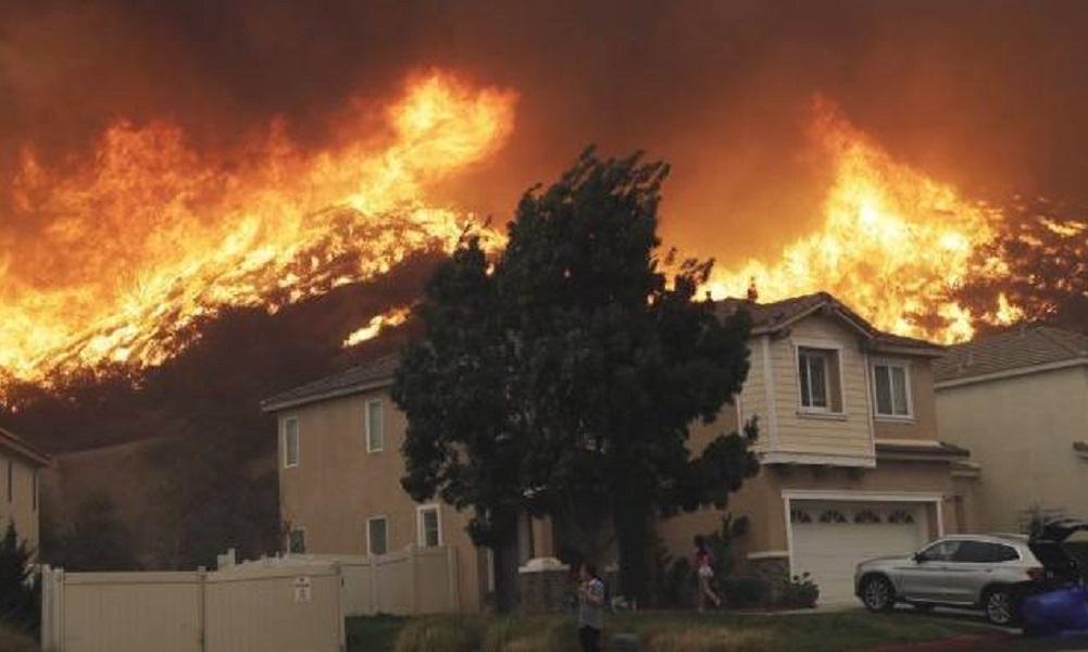 Καλιφόρνια – Φωτιά: ΛεΜπρόν και Σβαρτσενέγκερ εγκατέλειψαν τα σπίτια τους! (vids)