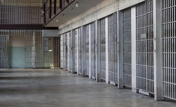 Νέος Ποινικός Κώδικας: Αυστηρότερες διατάξεις για τρομοκράτες και «μπαχαλάκηδες»