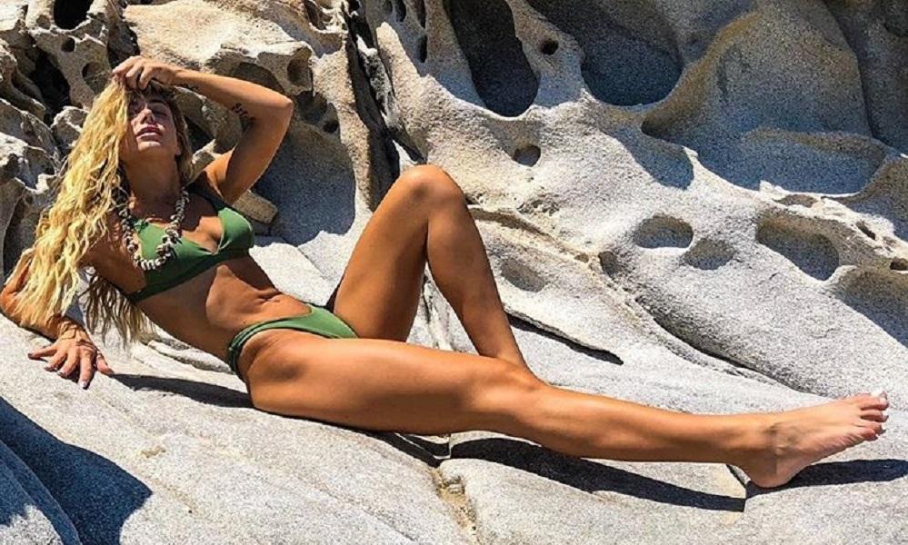 Ελληνίδα τραγουδίστρια βγήκε στην πίστα με λαμέ εσώρουχο! (vid+pics)