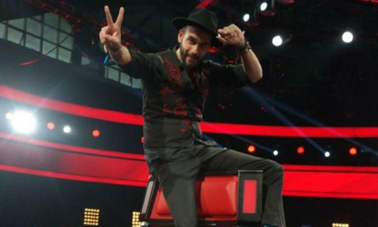 The Voice: Ο Μουζουράκης τραγουδά και τρολάρει τον Ρουβά (vids)