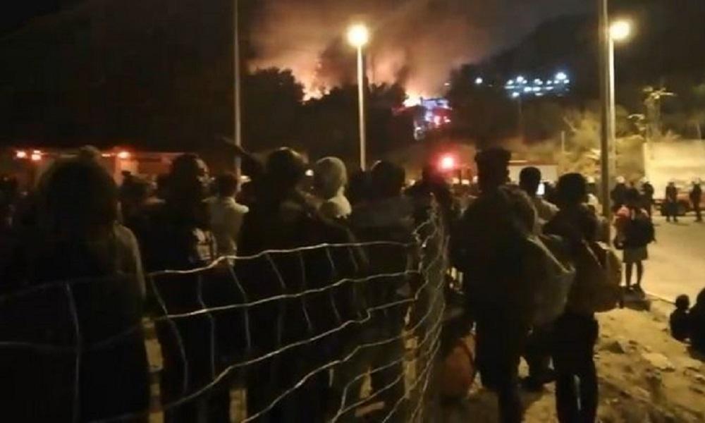 Άγρια νύχτα με επεισόδια στη Σάμο, κλειστά τα σχολεία (vid)