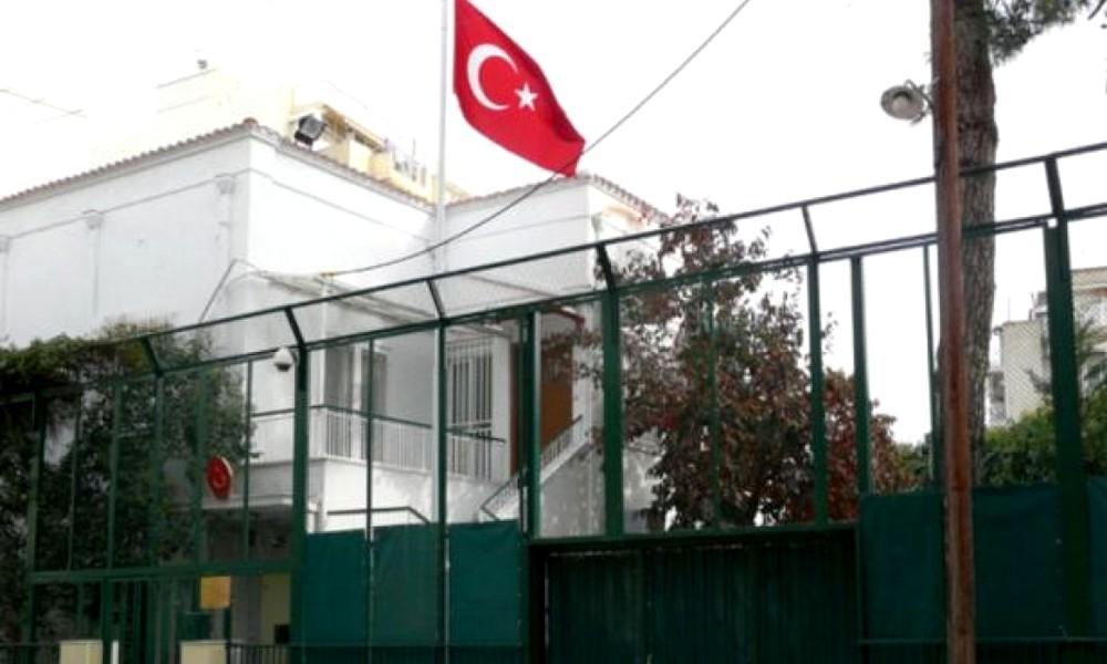 Μπήκε στο τουρκικό προξενείο ο Ρουβίκωνας με πανό υπέρ των Κούρδων (vid)