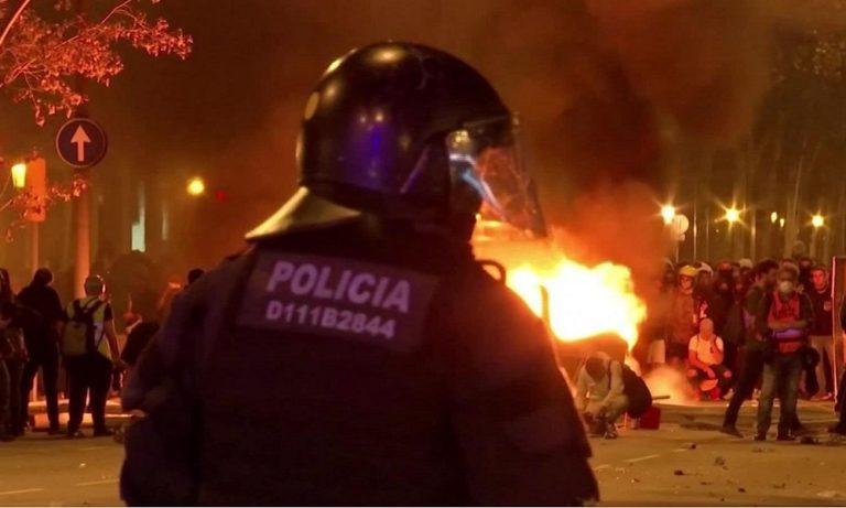 Βαρκελώνη: Χαμός στην πόλη, εκατοντάδες χιλιάδες διαδηλωτές (vids)
