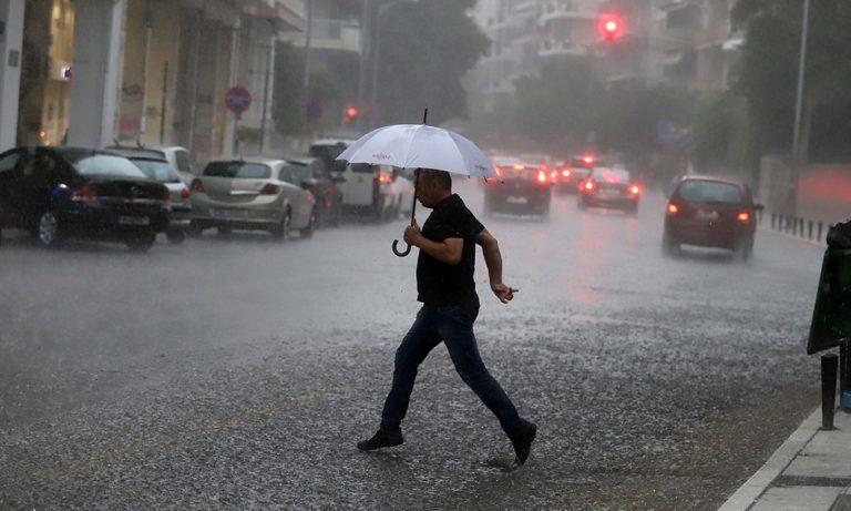 Ο καιρός  την Παρασκευή (1/11): Βροχές και πτώση της θερμοκρασίας