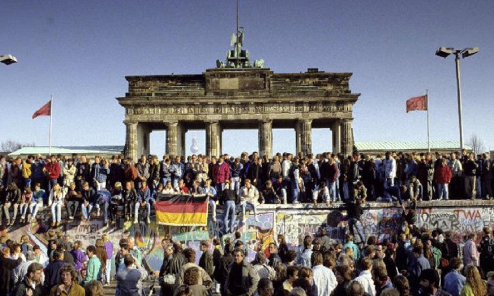 9 Νοεμβρίου 1989: Γκρεμίζεται το «Τείχος του Βερολίνου» (vids) - Sportime.GR