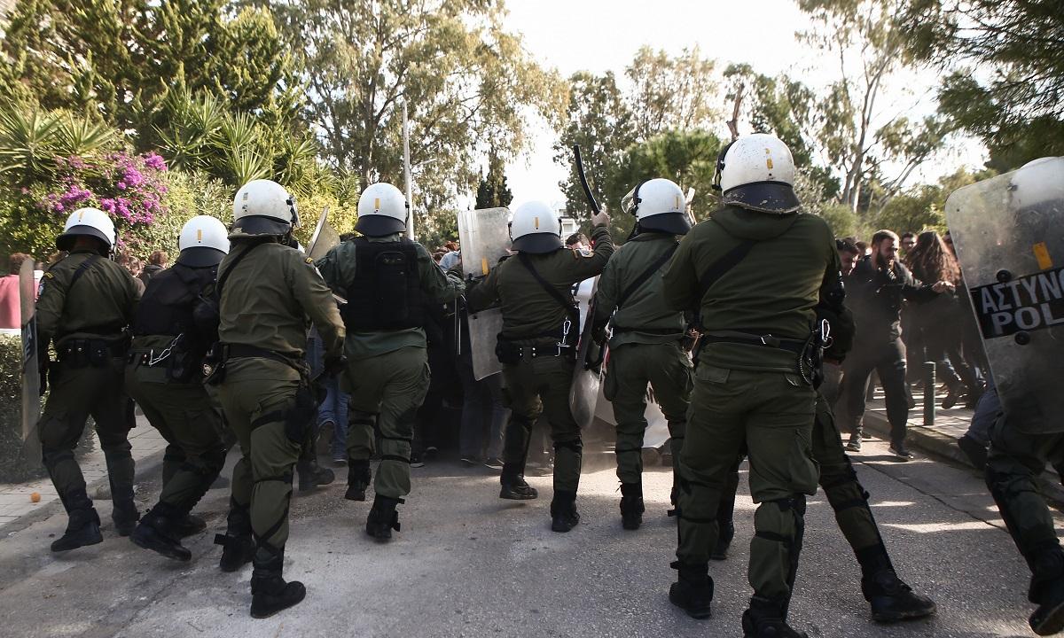 Καβούρι: Επεισόδια στη διαμαρτυρία των φοιτητών, χημικά και συμπλοκές (pics)