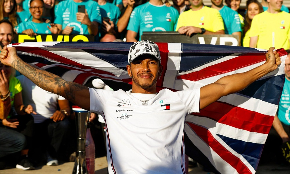 Lewis Hamilton: Όταν… ψέκασε την πρώτη του σαμπάνια (vid)