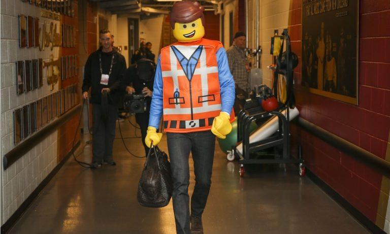 Ο Τζέι Τζέι Ρέντικ κέρδισε το Halloween, ντύθηκε Lego (vid)