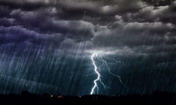 Η «Βικτώρια»... αγρίεψε: Βροχές και κεραυνοί «σαρώνουν» την Αττική (vids)