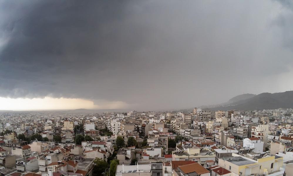 Καιρός (2/12): Αραιές νεφώσεις και σποραδικές βροχές