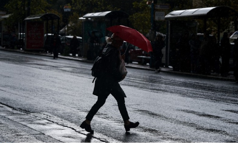 Καιρός (3/12): Σποραδικές καταιγίδες και πτώση της θερμοκρασίας