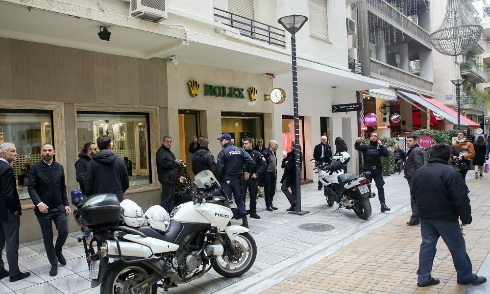 Χειροπέδες στον ληστή των Rolex που ρήμαξε επιχείρηση στο Κολωνάκι