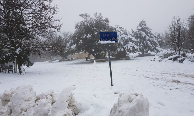 Πάρνηθα – Κακοκαιρία: Δείτε LIVE πού χιονίζει στην Ελλάδα