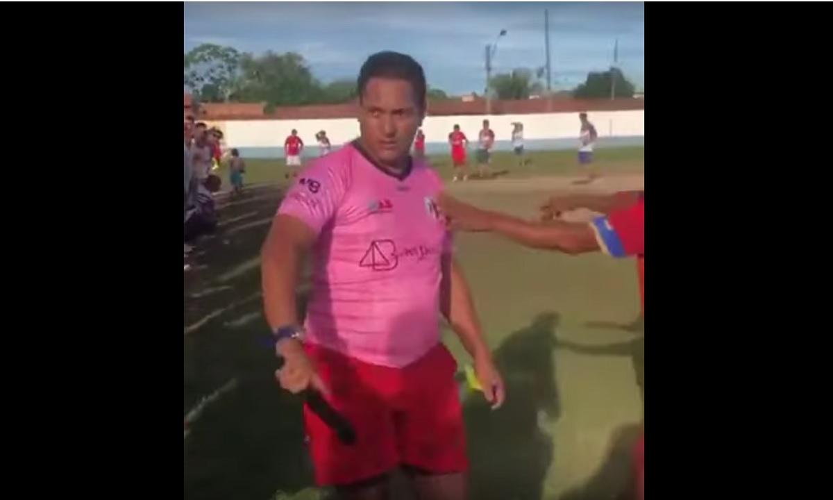 Viral: Διαιτητής βγάζει όπλο για να επιβάλλει την τάξη (vid)