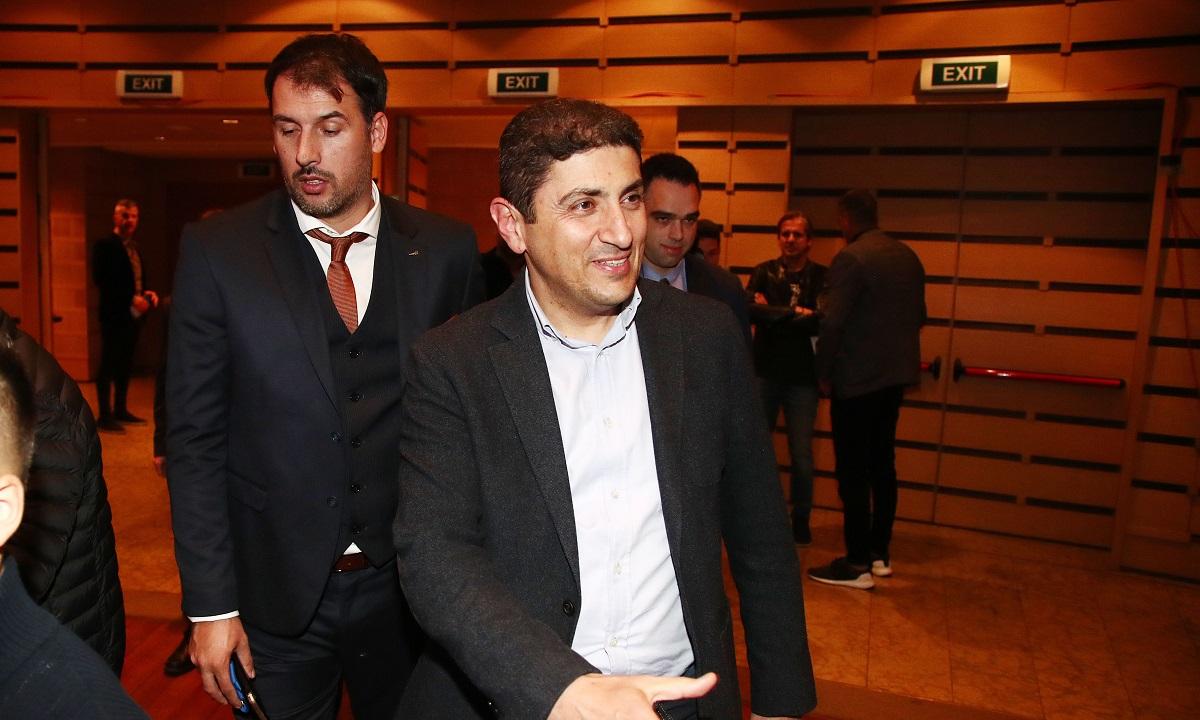 Αυγενάκης: «Στο τραπέζι η ιδέα για διακοπή των πρωταθλημάτων»