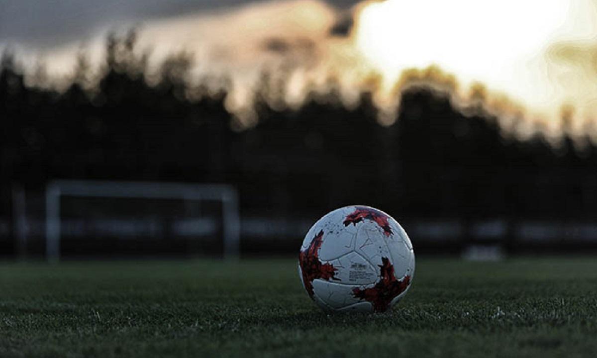 Football League - Παρασκήνια:
