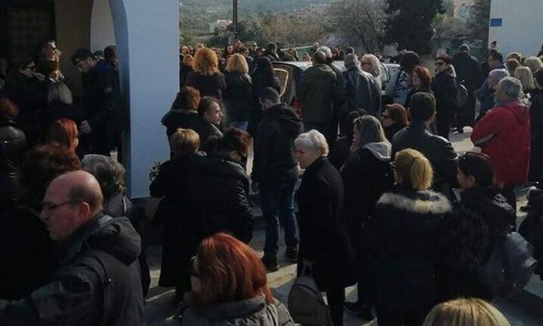 Ρενάτα: Σε κλίμα συγκίνησης έγινε η κηδεία της