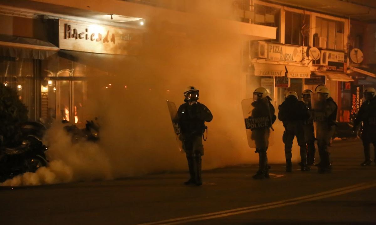 Λέσβος – Χίος: Με εντολή Μητσοτάκη αποσύρονται δυνάμεις των ΜΑΤ (vid)