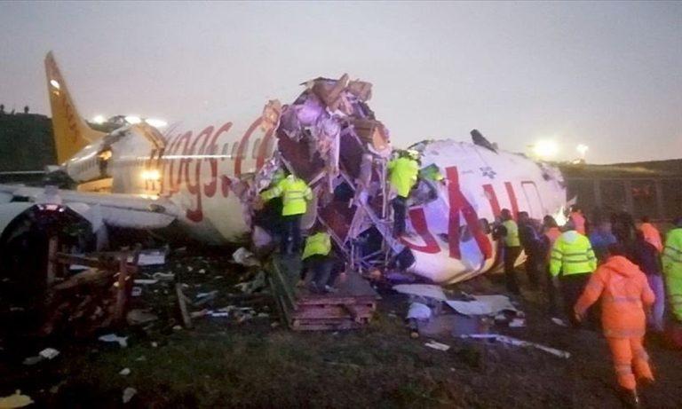 Κωνσταντινούπολη: Αεροσκάφος κόπηκε στα δύο (vid+pics)